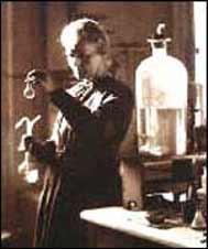 دو نوبل در دستان یک زن